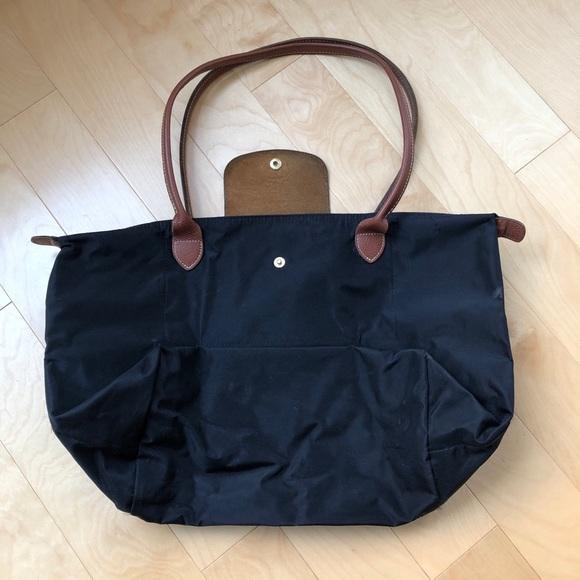 Longchamp Handbags - Medium Black Longchamp Le Pliage Tote